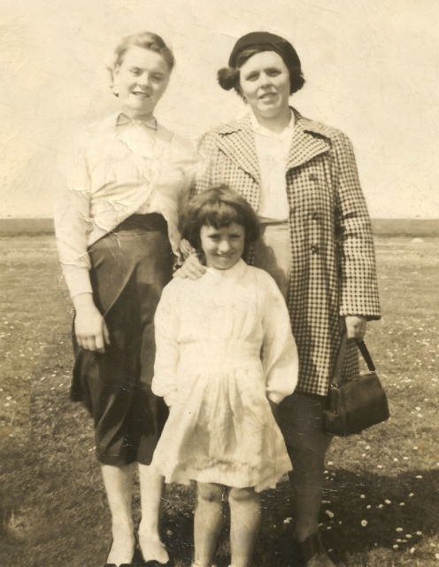 Annie Coyle with daughters Mary Kate & Bridie